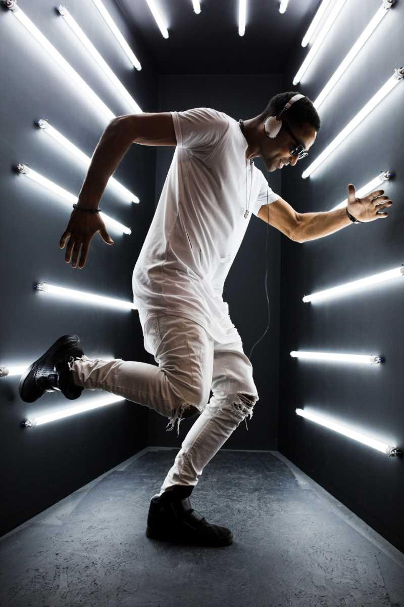 black-man-dancing-in-neon-lights-C3CBQLH.jpg